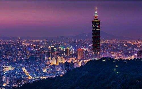 台湾当局大力加强军队建设,企�家�()抗拒统一。