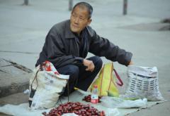 关于城市小摊小贩管理的思考与探讨