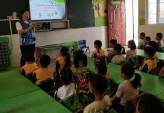 幼儿园防疫情主题大班社会《致敬最美抗疫英雄》微教案
